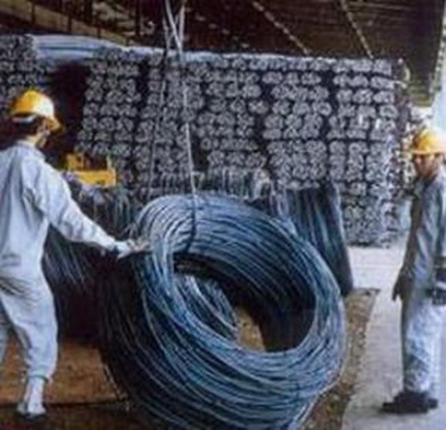 Giá thép xây dựng lại giảm mạnh
