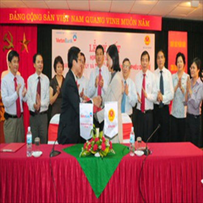 Bộ Tài Chính ủy quyền cho Vietinbank cho vay lại 1 tỷ USD vốn trái phiếu