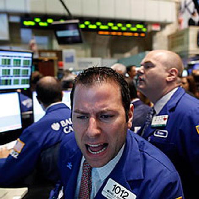 Đảo chiều trong nửa giờ cuối, Dow Jones mất mốc 10 nghìn điểm