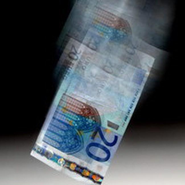 Đồng euro giảm giá 6 tháng liên tiếp