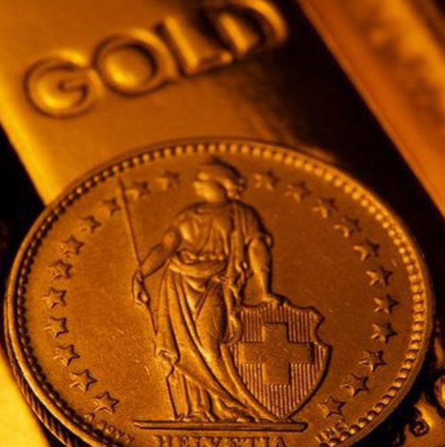 Giá vàng giảm, dầu tăng vọt lên 75USD/thùng