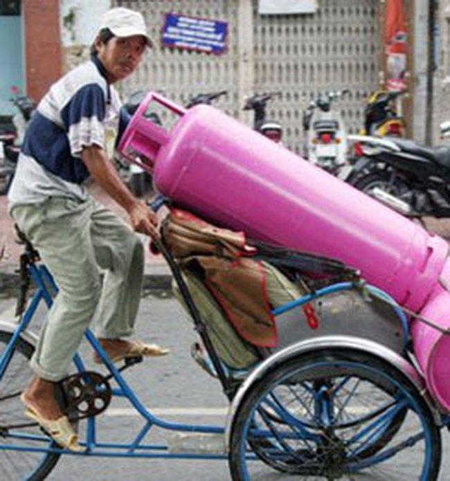 Giá gas giảm 13.000 đồng/bình 12kg