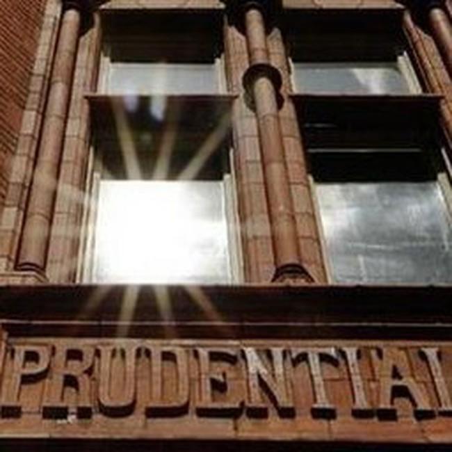 Prudential từ chối mua lại AIA