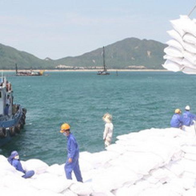 Tàu 45.000DWT đầu tiên cập cảng biển Vũng Áng