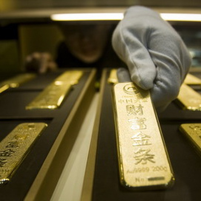 Giá vàng hạ sâu; giá dầu tăng mạnh