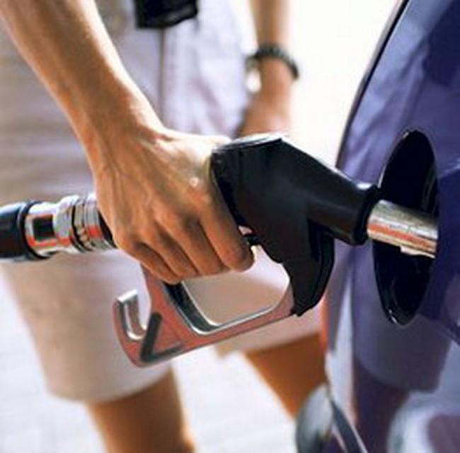 Đề xuất thu phí bảo trì đường bộ 1.000 đồng/lít xăng
