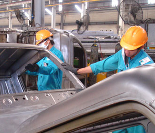 """Vẫn """"bảo hộ"""" cho sản xuất ôtô nội đến năm 2018"""