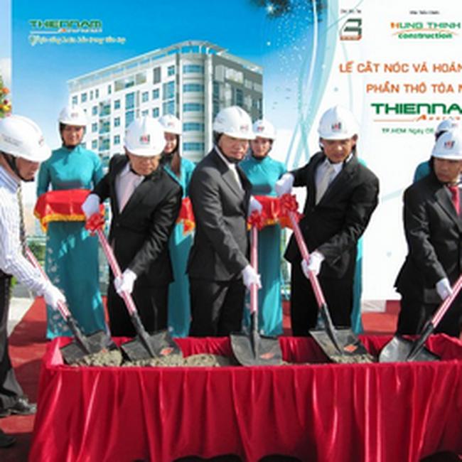 Địa ốc Hưng Thịnh đã tổ chức lễ cắt nóc và hoàn thành phần thô tòa nhà Thiên Nam Apartment