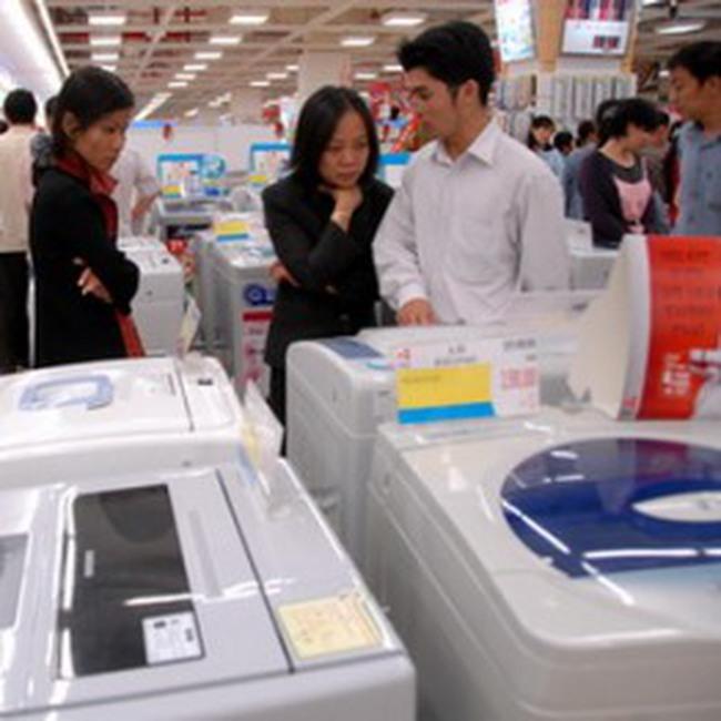 Áp giá USD cao, nhiều cửa hàng móc túi người tiêu dùng