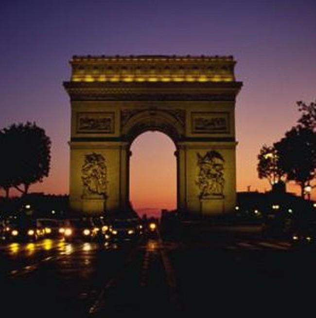 Pháp công bố kế hoạch thắt chặt chi tiêu 45 tỷ euro
