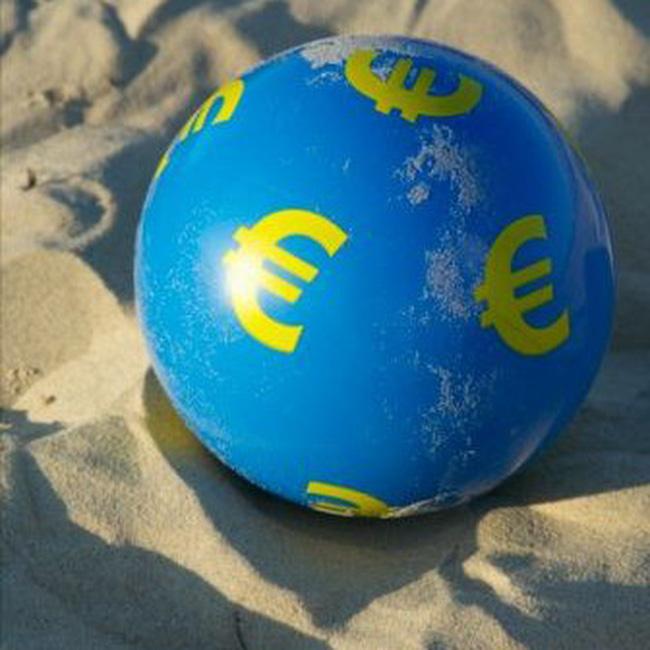 Năm 2011, 1 euro đổi 1 USD?
