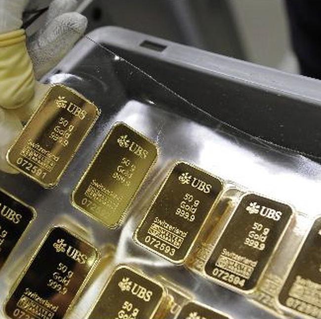 Giá vàng giảm 100.000 đồng/lượng