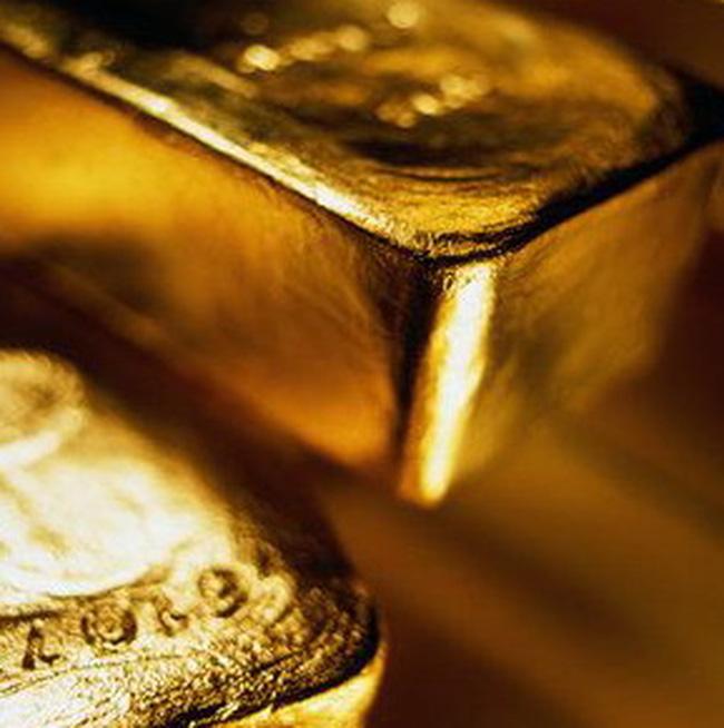 Giá vàng giảm mạnh, giá dầu đạt 75USD/thùng