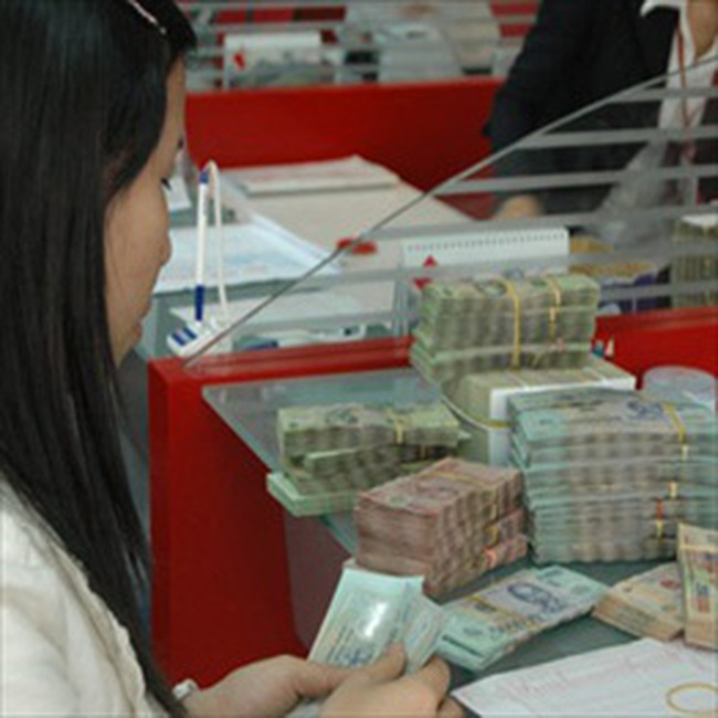 Tổng doanh số giao dịch liên ngân hàng vượt 100.000 tỷ đồng, lãi suất giảm nhẹ