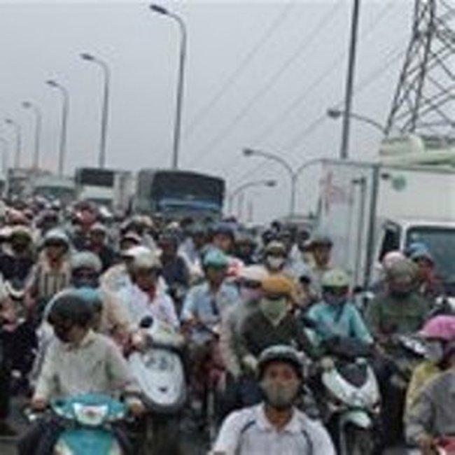 TPHCM: Phân luồng xe qua cầu Bình Triệu 1 và 2
