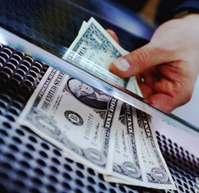 Cầu ngoại tệ tăng, nhiều ngân hàng tăng lãi suất huy động USD