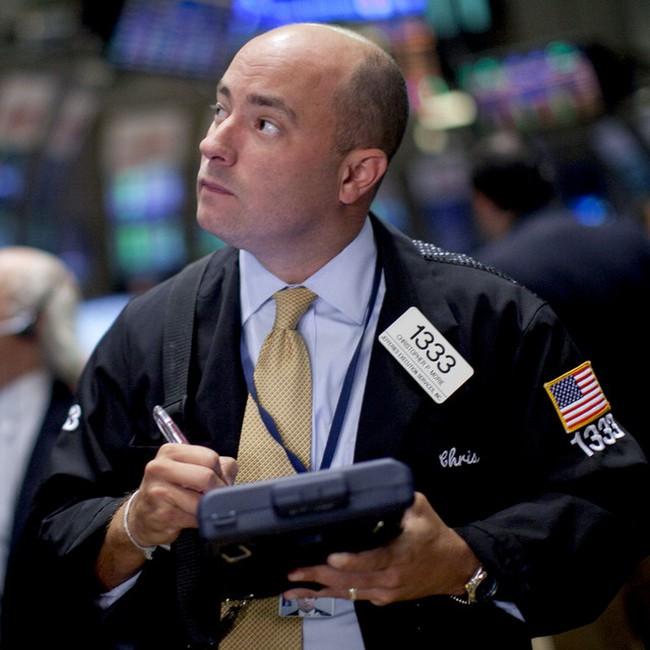 Nỗi lo châu Âu trở lại, Dow Jones giảm hơn 100 điểm