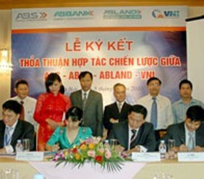 4 tổ chức tài chính cùng thỏa thuận hợp tác chiến lược