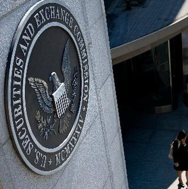 Ủy ban chứng khoán Mỹ áp dụng ngưng giao dịch với 1.000 cổ phiếu