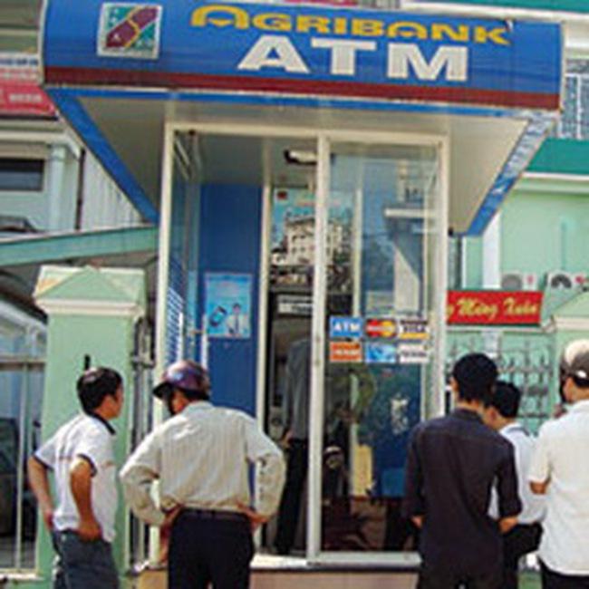 Ngân hàng đầu tiên thu phí chuyển khoản ATM nội mạng