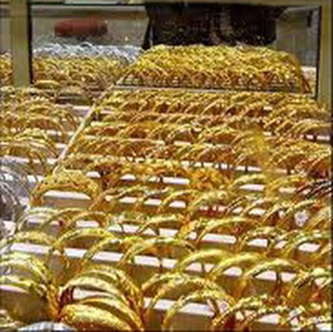 Vàng tăng thêm gần 200 nghìn/lượng, lên trên 30,2 triệu đồng/lượng