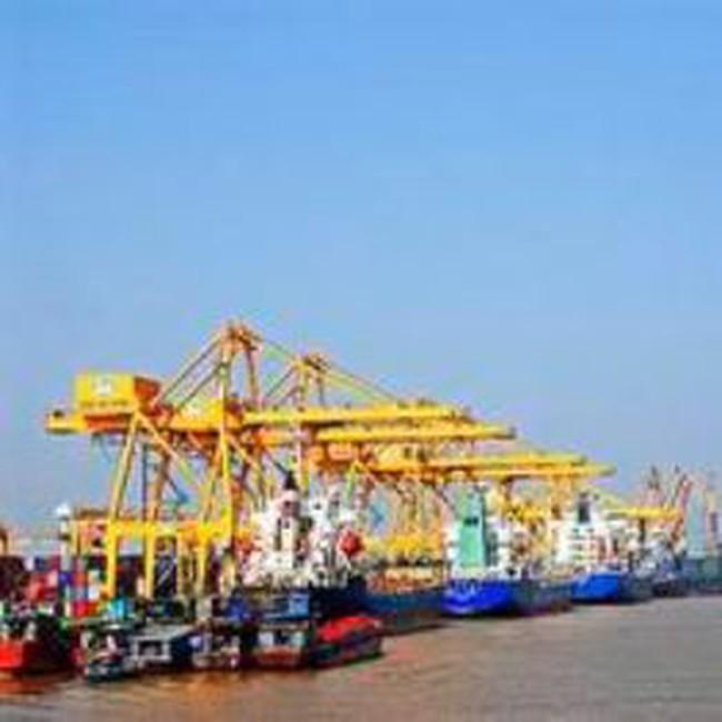 Thực hiện 2 bến khởi động cảng Lạch Huyện