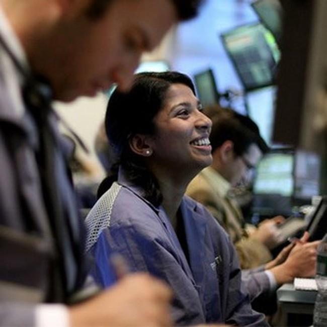 Tăng 250 điểm trong tuần, Dow Jones vượt 10.850 điểm