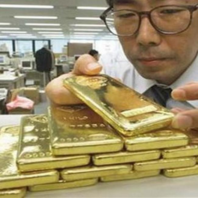 Vàng lên 31,3 triệu đồng/lượng, USD tự do lên 19.600 VND/USD