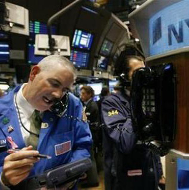Dow Jones giành lại mốc 10.850 điểm