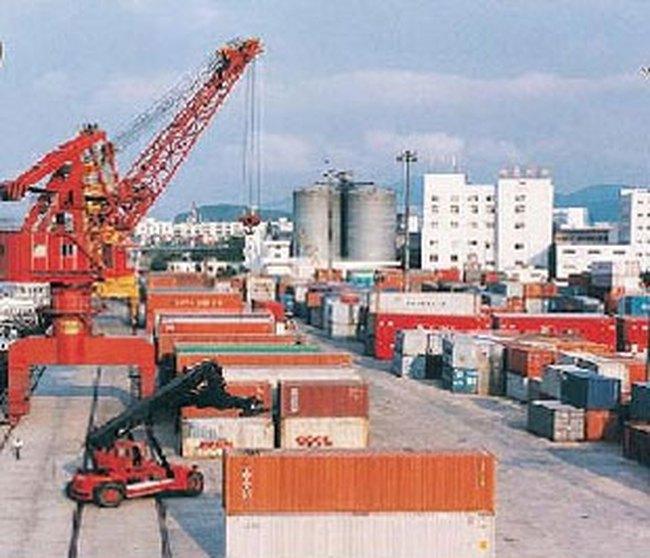 TCL: Đầu tư 2 cẩu container Gantry Cranes