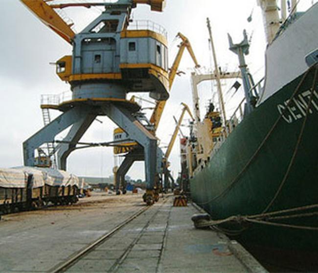 Ngành vận tải biển: Tranh cãi về phí THC