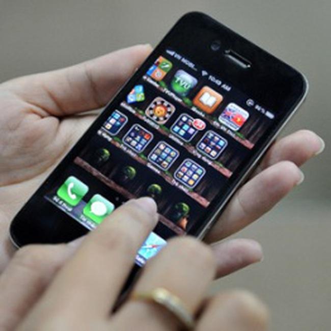 iPhone 4 xách tay tiếp tục giảm giá dù khan hàng