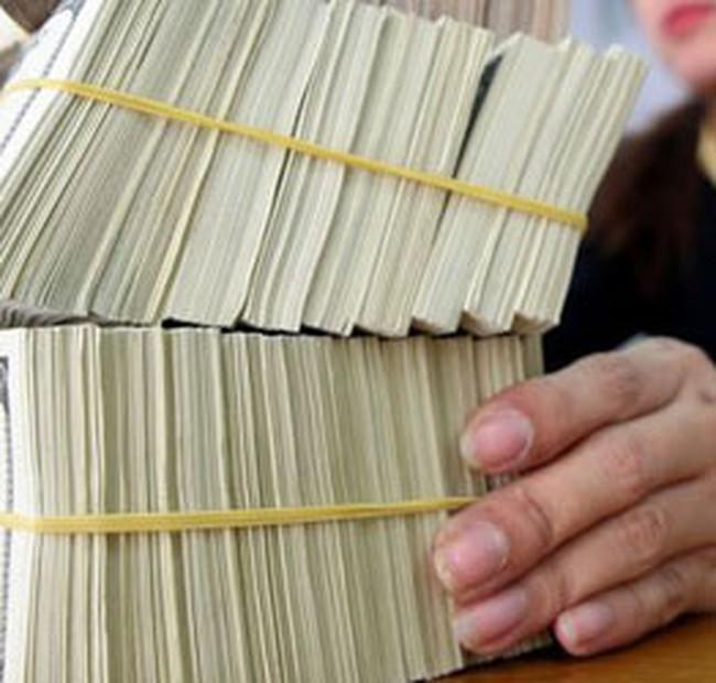 Nhiều ngân hàng căng thẳng về ngoại tệ