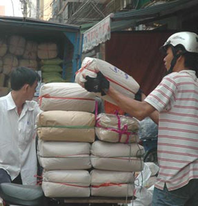 Hà Nội: Điểm bán hàng bình ổn giá vắng khách