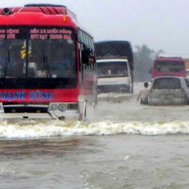 Phân luồng giao thông Quốc lộ 1A đoạn Thanh Hóa đến Hà Tĩnh trong mưa lũ