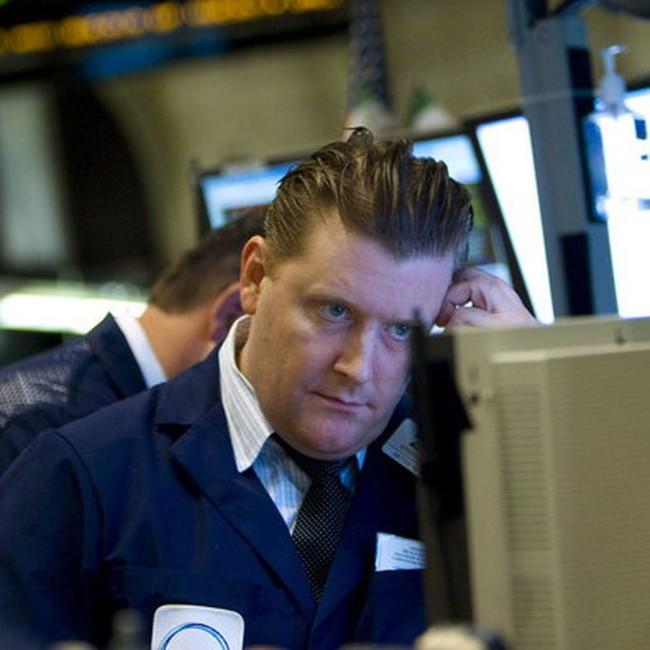 Dow Jones giảm mạnh xuống dưới 11.000 điểm