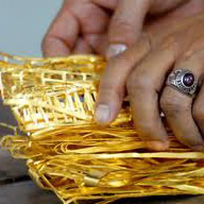 Vàng SJC giảm xuống 32,8 triệu đồng/lượng