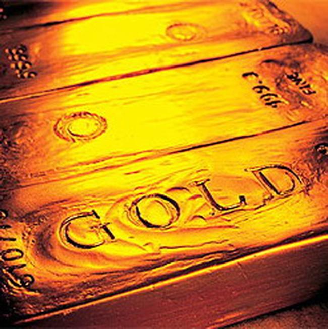 Giá vàng đi xuống, dầu tăng