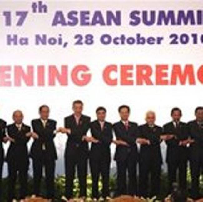 ASEAN ký kết hai nghị định thư quan trọng