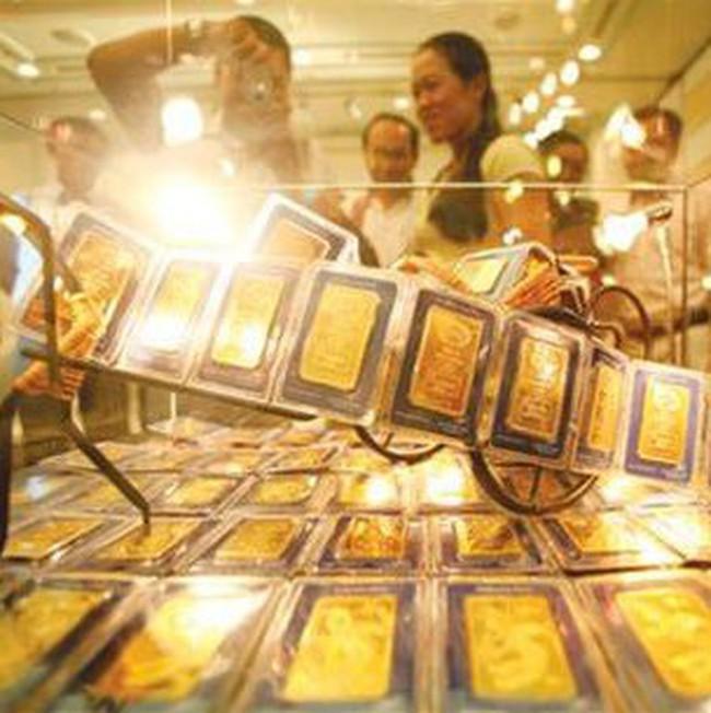Giá vàng vượt 33 triệu đồng/lượng, đôla Mỹ lên 20.350 đồng