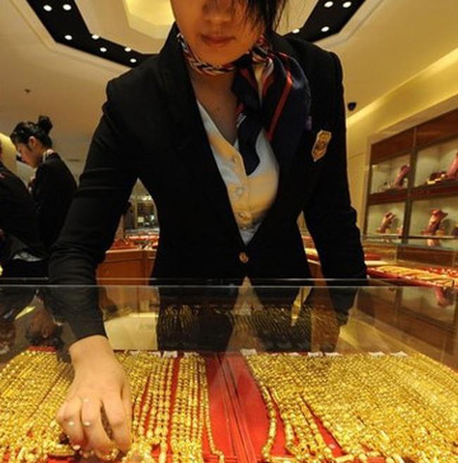 Giá vàng lập kỷ lục mới 33,4 triệu đồng/lượng, đôla Mỹ lên 20.470 đồng