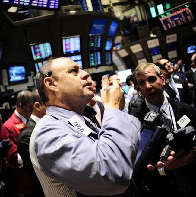 Dow Jones hồi phục vào phút cuối