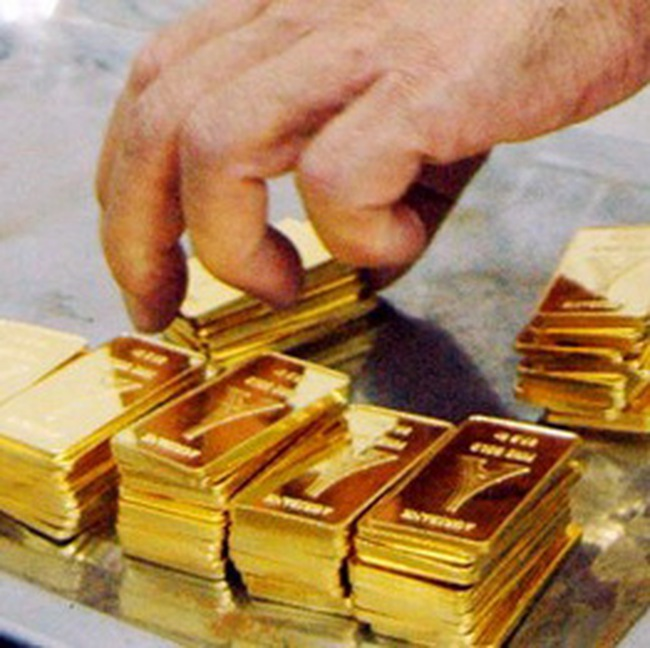Ai đang mua vàng?