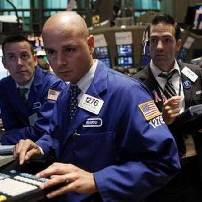 """Giao dịch """"bùng nổ"""", Dow Jones lập đỉnh mới trong 2 năm"""