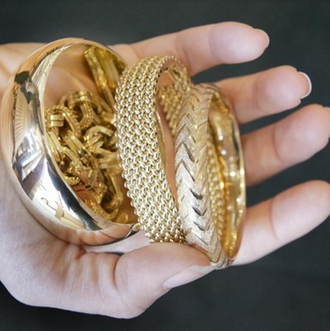 Giá vàng chốt ngày giao dịch ở gần mức 35 triệu đồng/lượng, đôla Mỹ hạ mạnh