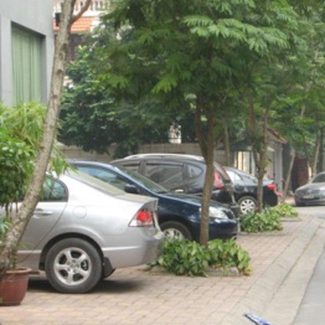 """Chung cư """"khát"""" bãi đỗ ô tô"""