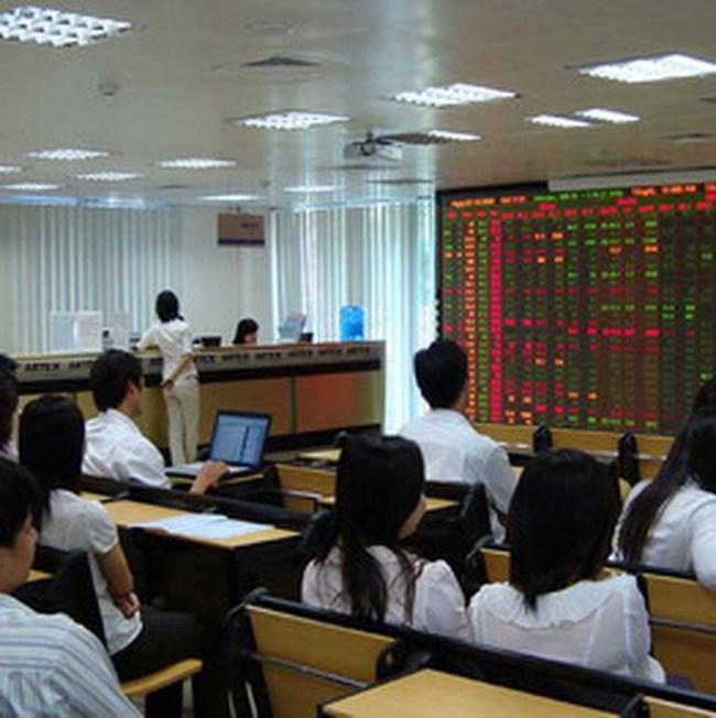 Lượng bán quyết liệt đẩy VN-Index xuống 446 điểm