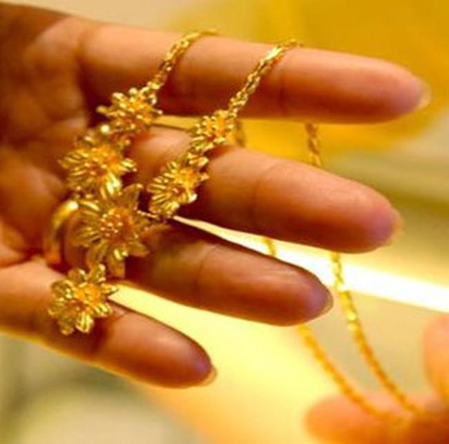 Giá vàng cuối ngày lên sát 35 triệu đồng/lượng