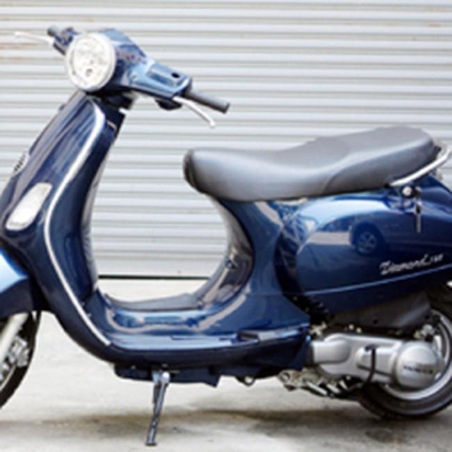 """Xe máy """"hồn"""" Honda, """"da"""" LX: Phản hồi từ Honda và Piaggio"""