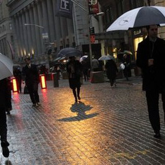 Dow Jones vượt thành công mức 11.200 điểm
